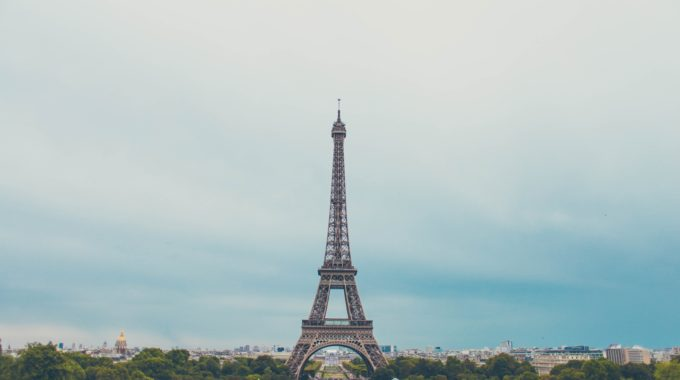 Eiffel-tower-paris-sky