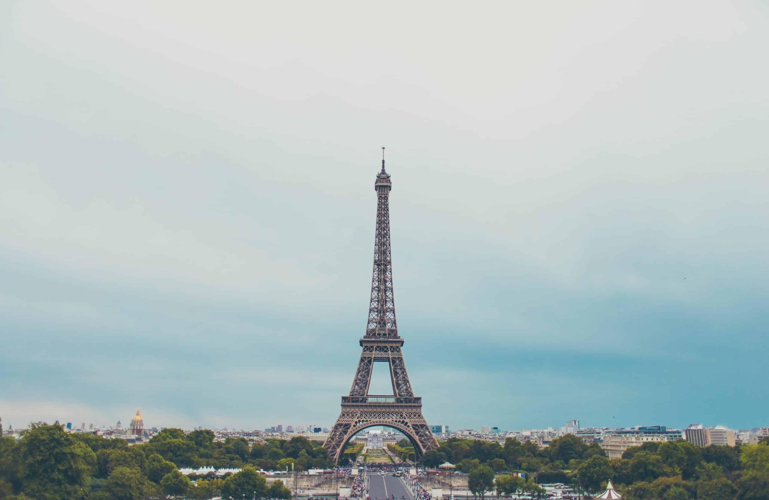eiffel-tower-paris-sky
